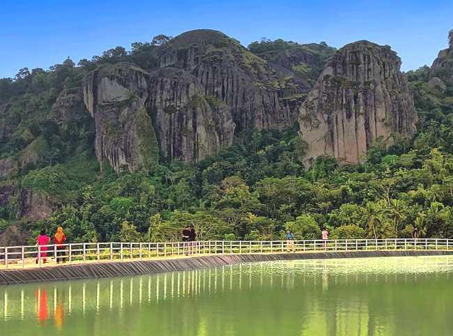 Objek Wisata Telaga Embung Nglanggeran Gunung Kidul