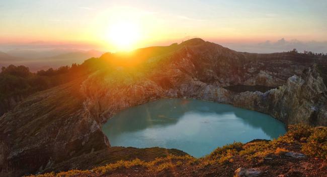 Keindahan Tempat Wisata Danau Kelimutu Flores NTT