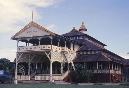 Objek wisata istana kesultanan kadariah