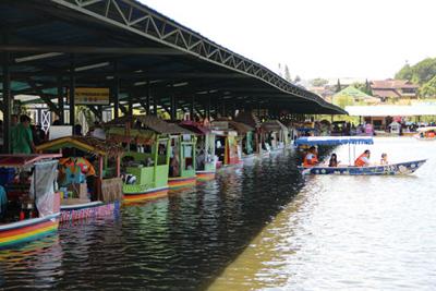 Fasilitas Floating Market Di Lembang Bandung