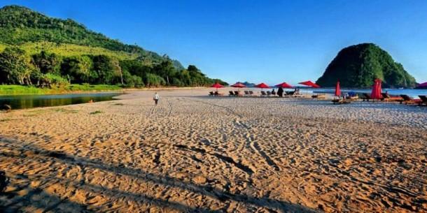 Objek Wisata Pantai Pulau Merah Banyuwangi
