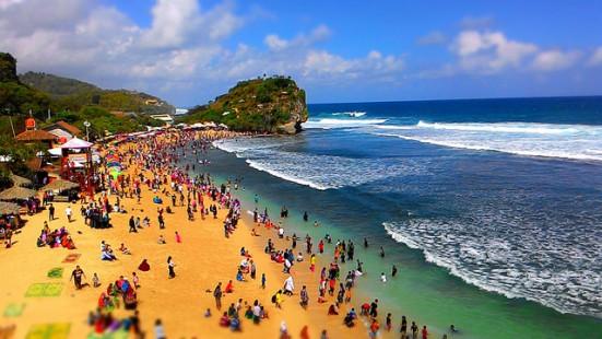 Objek Wisata Pantai di Jawa Timur Paling Populer