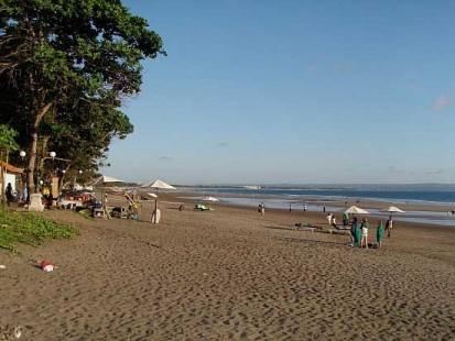 Objek Wisata Pantai Petitenget Bali