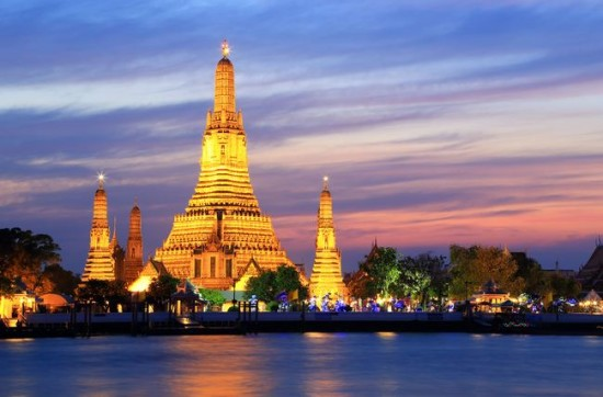 Wat Arun Kuil Fajar Tempat Wisata Keren di Bangkok