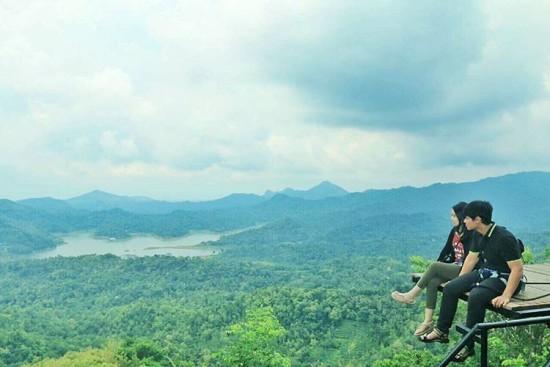 Foto Narsis Di Kalibiru Yogyakarta