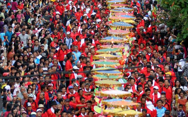 Tradisi Sipasan Berkepala Naga di Padang