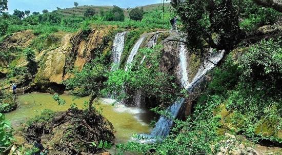 Tempat Favorit Liburan Lebaran Jawa Timur Air Terjun Lembah Bongok, Tuban