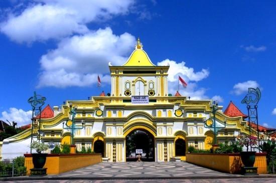 Wisata Religi Di Masjid Agung Sumenep Madura Jawa Timur