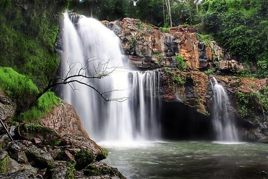 Objek Wisata Air Terjun Tegenungan Bali