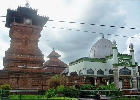 Objek Wisata Makam Sunan Kudus jawa Tengah