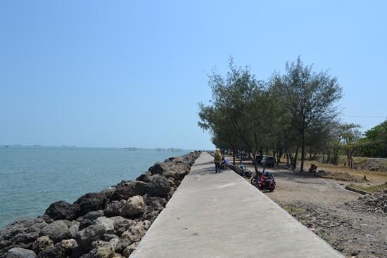 Objek Wisata Pantai Marina Semarang