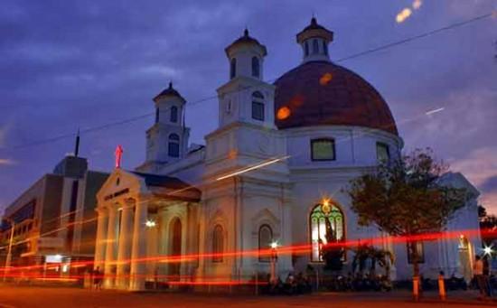 Tempat Wisata Kota Lama Semarang Malam Hari