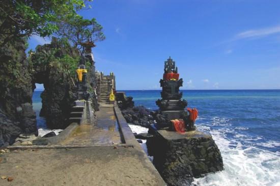 Objek Wisata Alam Pura Batu Bolong Lombok