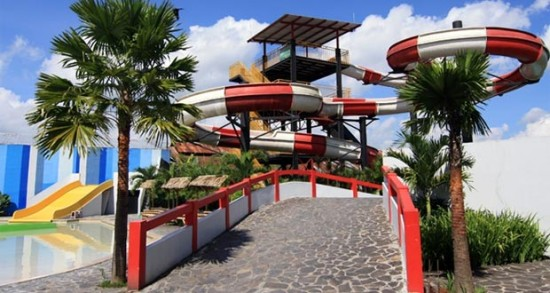 Wisata Air Waterboom Balong Water Park Jogja