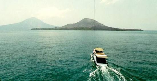 Keindahan Gunung Krakatau Lampung Dari Laut