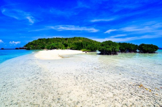 Keindahan Pasir Putih Pulau Pahawang Lampung