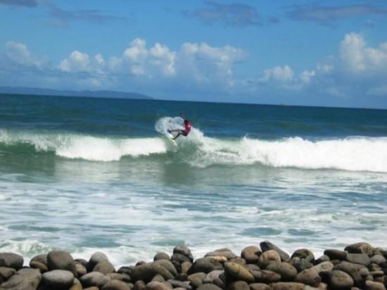 Selancar Di Objek Wisata Pantai Cimaja Sukabumi