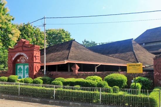Lokasi Masjid Agung Sang Cipta Rasa Cirebon