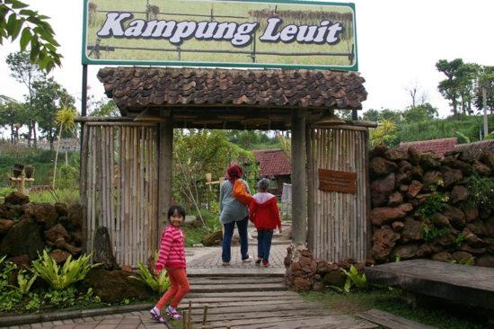 Kampung Leuit tempat wisata di Bandung yang mudah dijangkau
